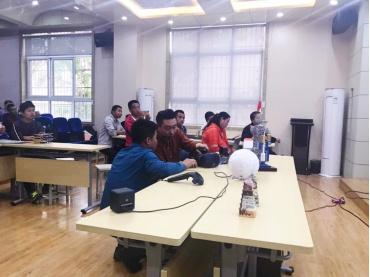 人工智能时代 体验式创客教育首次进西安校园