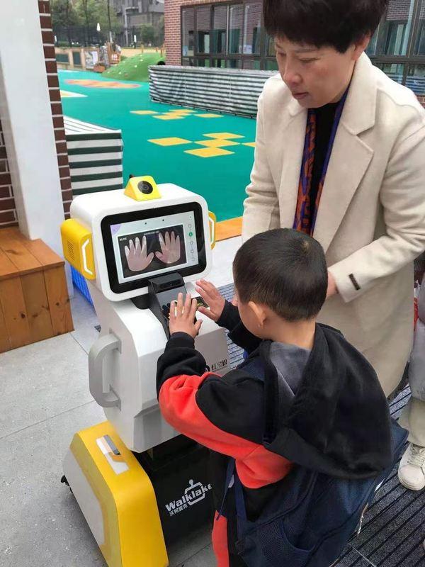 前方高能!一大波红宝识晨检机器人落地全国各地幼儿园啦!