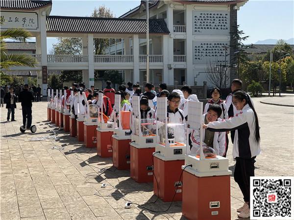 """大开眼界!丽江这个学校的师生与科技""""亲密接触"""""""