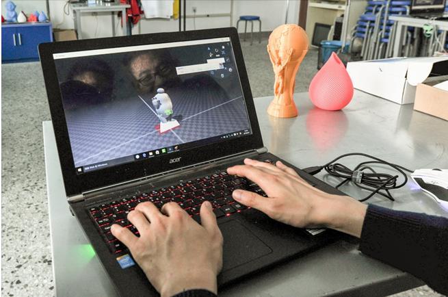 """""""学霸""""闯市场:打造高性价比3D打印机"""